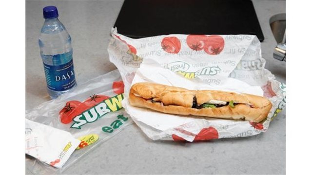 Foot-long? Judge OKs settlement over Subway sandwich length