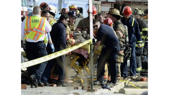 Pennsylvania: Two firefighters killed in building collapse