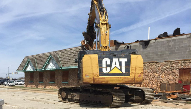 Vacant south Topeka restaurant being torn down