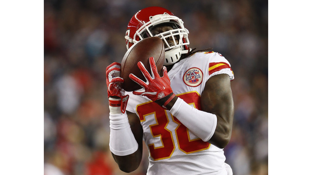 Chiefs lose a shootout in New England 43-40