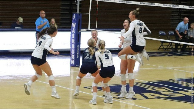Washburn volleyball wins 14th in a row, tops No. 1 team in nation