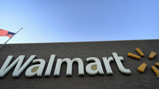 Walmart bans woman who rode cart while drinking wine from Pringles can