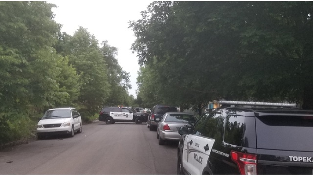 Burglar in standoff with police in South Topeka