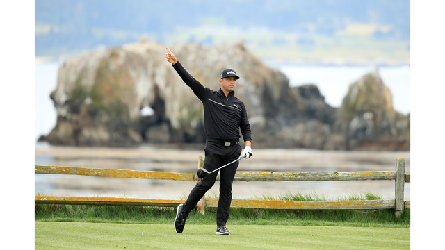 Woodland moves into 1st place at US Open